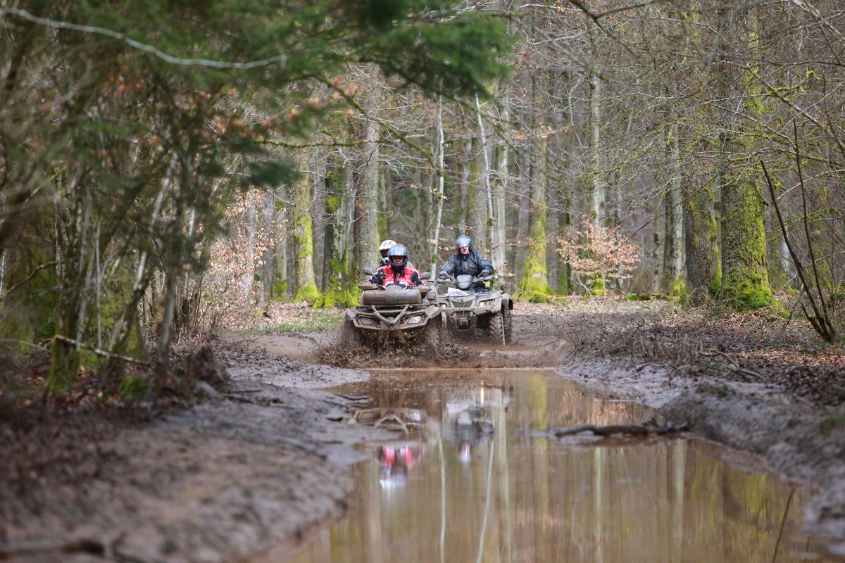 Ardennenfahrt - Wenn es zuvor geregnet hat gibt es reichhaltig Wasserspiele.